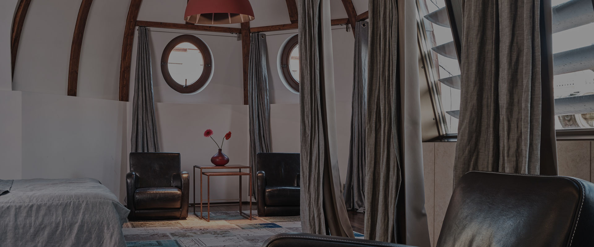 Hotel-warszawa-pieciogwiazkowy-hotel-w-centrum-warszawy-penthouse-z-tarasem-widokowym
