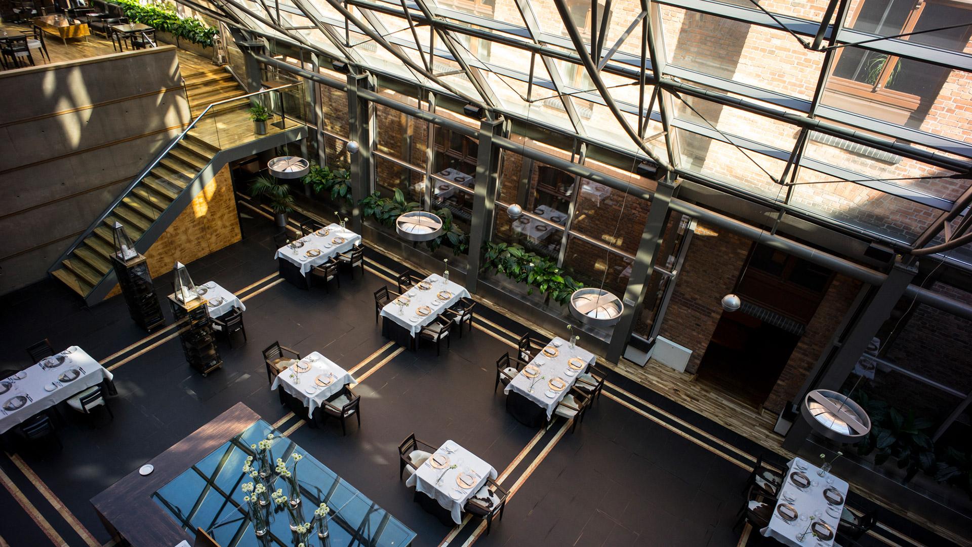 Hotel-warszawa-pieciogwiazkowy-hotel-w-centrum-warszawy-restauracja-szostka